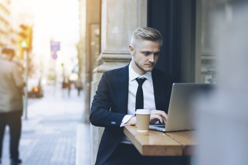 Should You Quit Your Job to Become an Entrepreneur?